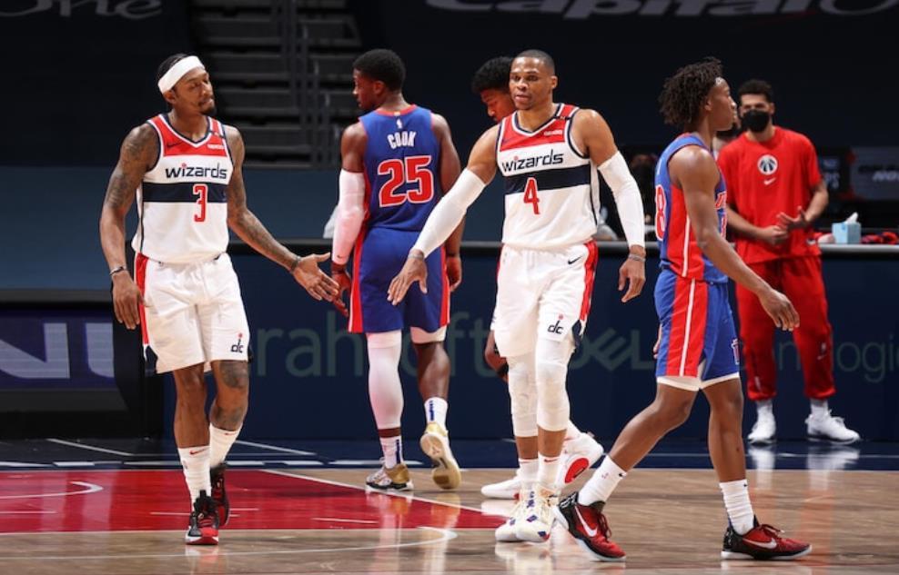 底特律活塞以100-121败给了华盛顿奇才队