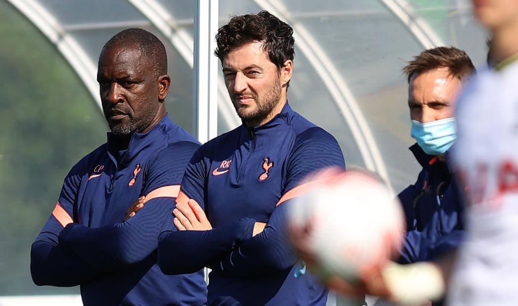 穆里尼奥被解雇后,瑞恩~梅森任命热刺为临时总教练