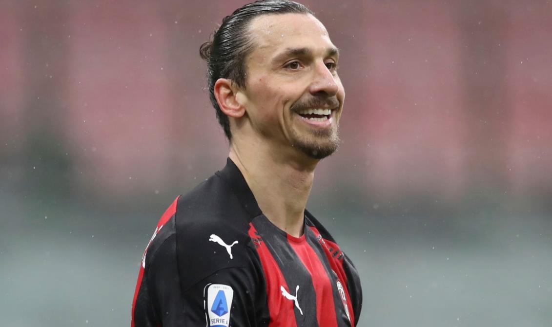 AC米兰前锋与意甲俱乐部续签新合同