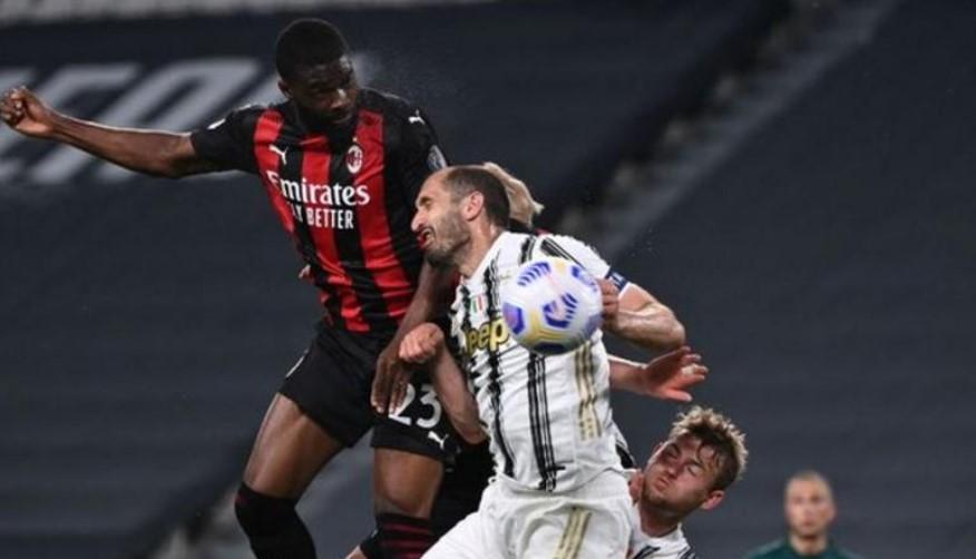菲卡约·托莫里 在AC米兰击败尤文图斯的比赛中进了一球