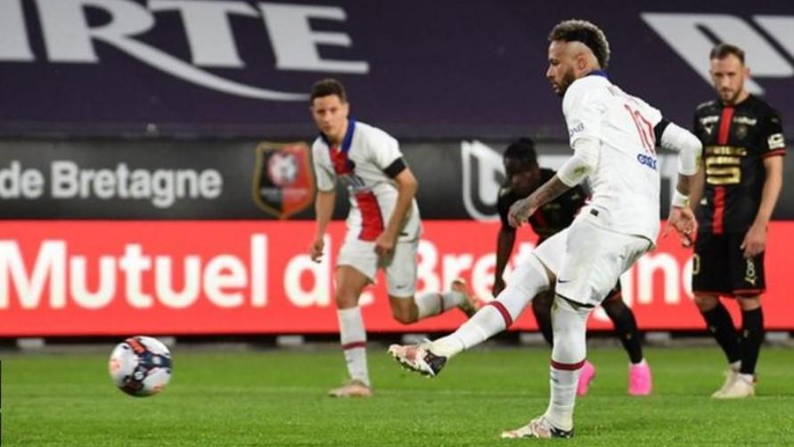 巴黎圣日耳曼队的冠军希望因平局而遭受了重重的一击
