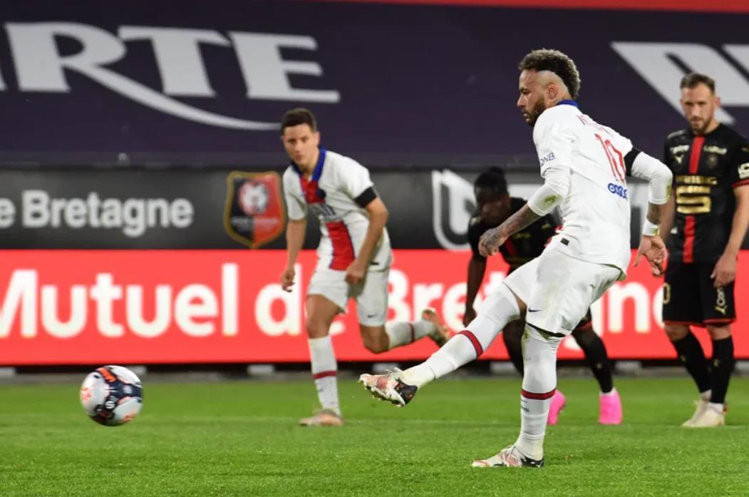 内马尔通过得分来庆祝他的新合同,但这还不足以让十个人的PSG赢得冠军头衔的重大挑战。