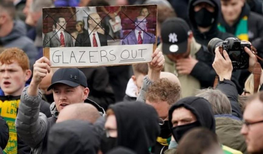 数以百计的球迷在老特拉福德举行反抗格拉泽的抗议