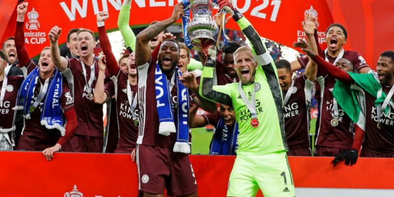 莱斯特城获得了首个足总杯奖杯