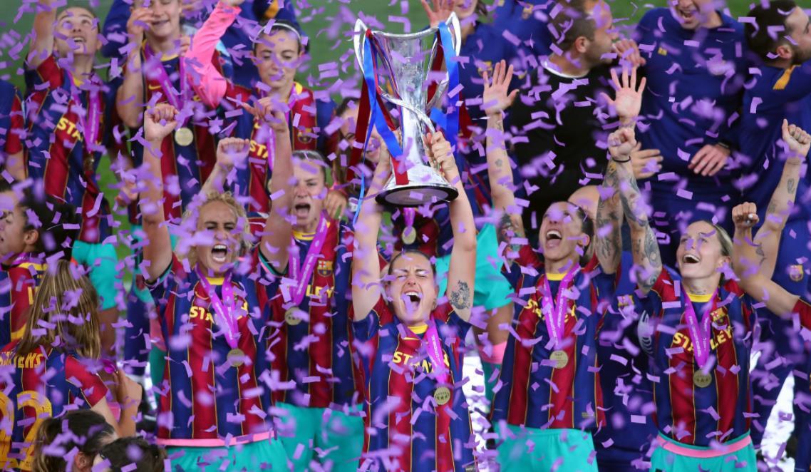 冷酷无情巴塞罗那赢得了首个女冠军联赛冠军