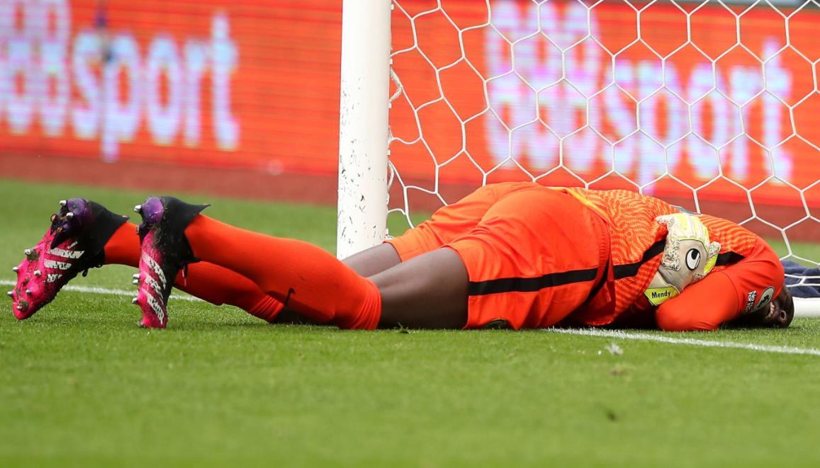 切尔西守门员在冠军联赛决赛前六天因受伤被换下