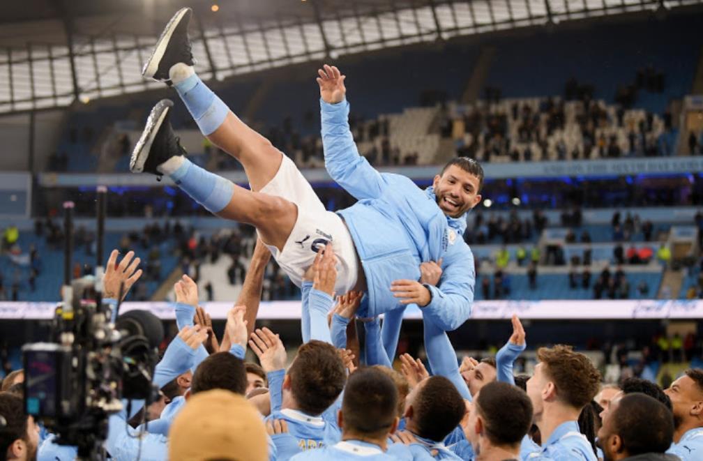 塞尔吉奥~阿奎罗用风格标志着他的英超职业生涯