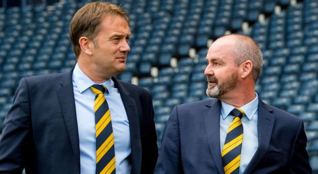 SFA首席执行官伊恩~马克斯韦尔说,史蒂夫~克拉克致力于带领苏格兰闯入2022年世界杯