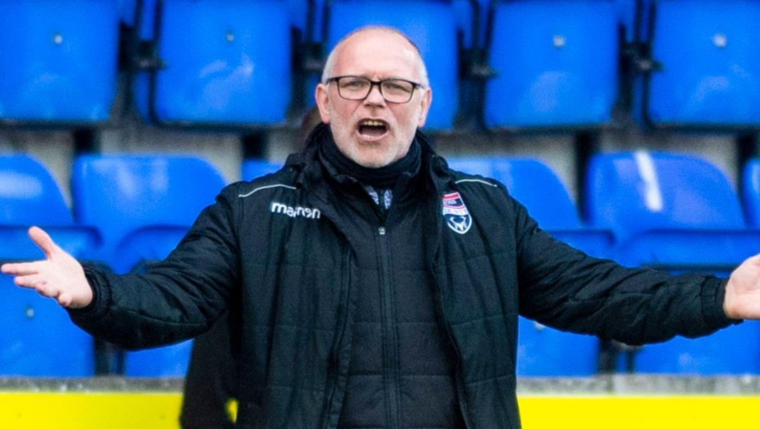 经理约翰~休斯离开了苏格兰英超俱乐部