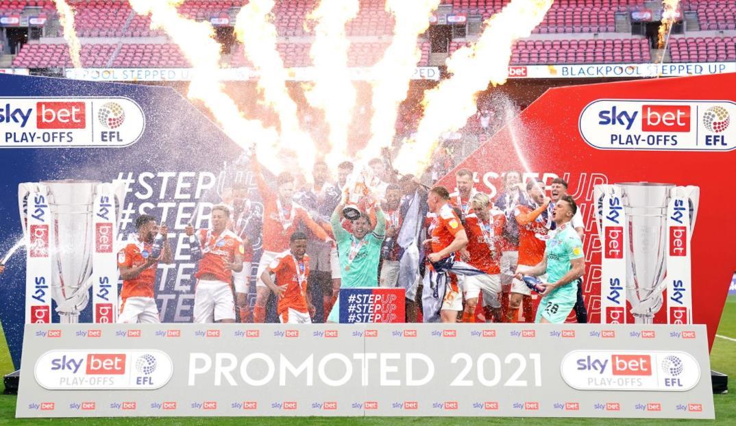 尼尔~克里奇利的布莱克浦赢得复出胜利,以晋级冠军