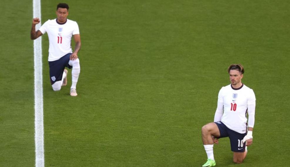 """盖雷斯~索斯盖特表示,英格兰队""""完全团结"""",继续在 2020 年欧洲杯上屈膝"""