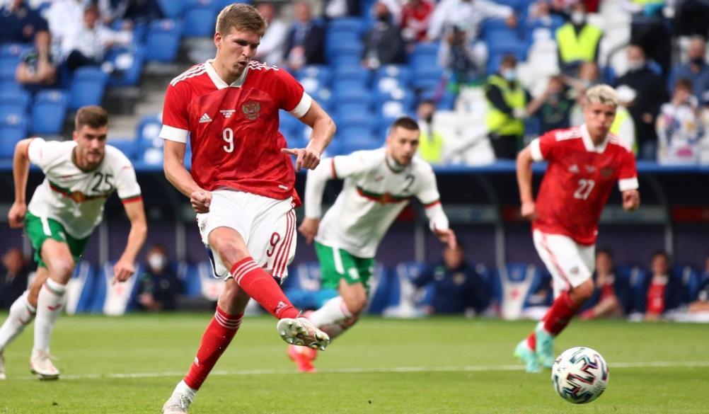 俄罗斯通过亚历山大~索博列夫的点球击败保加利亚