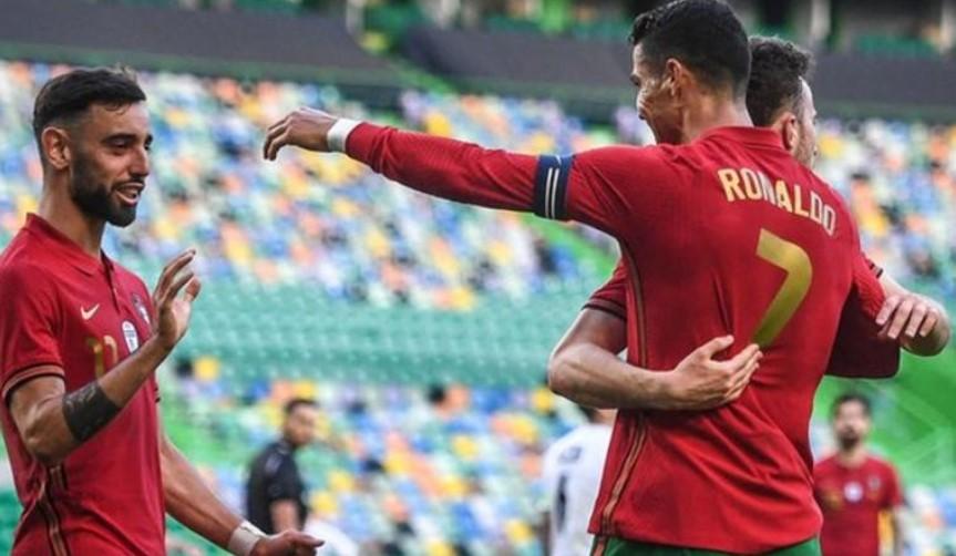 布鲁诺·费尔南德斯和罗纳尔多在葡萄牙战胜色列得比赛中进了球