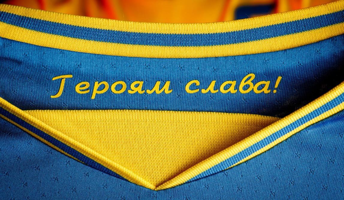"""欧足联命令乌克兰删除 2020 年欧洲杯球衣内侧的""""荣耀归于英雄"""""""