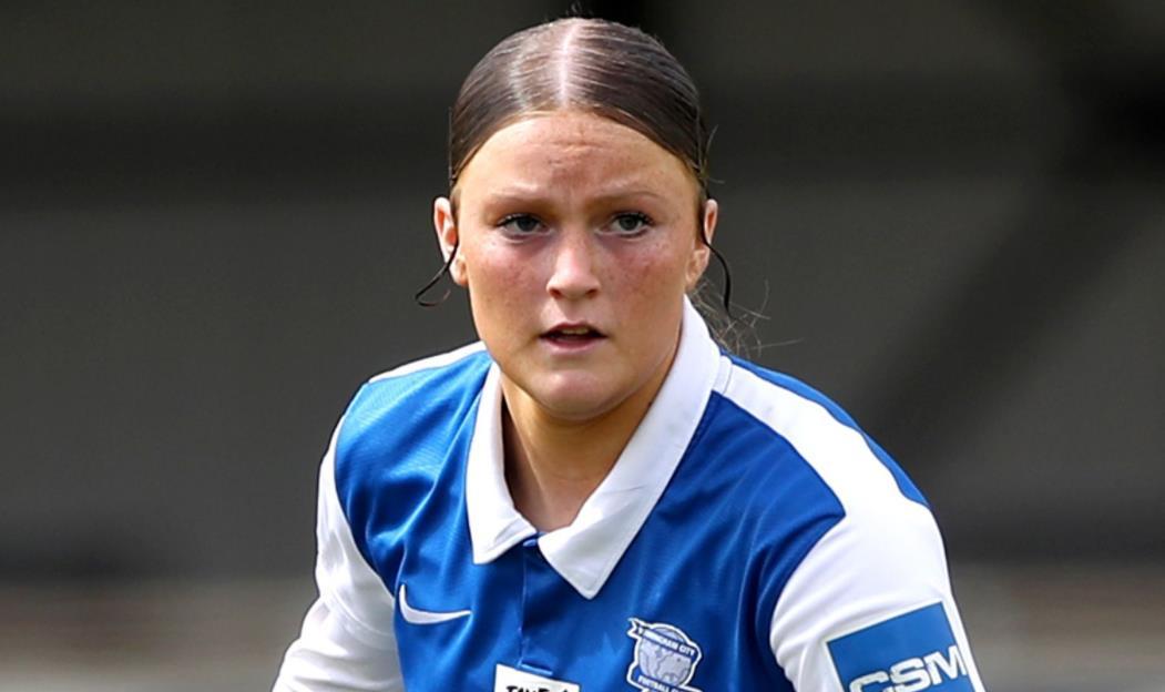 曼城女足以三年合约签下英格兰青年国脚