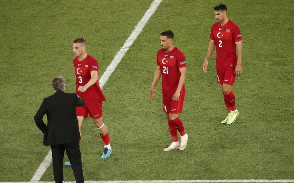 土耳其球员,教练为意大利输球的糟糕表现道歉