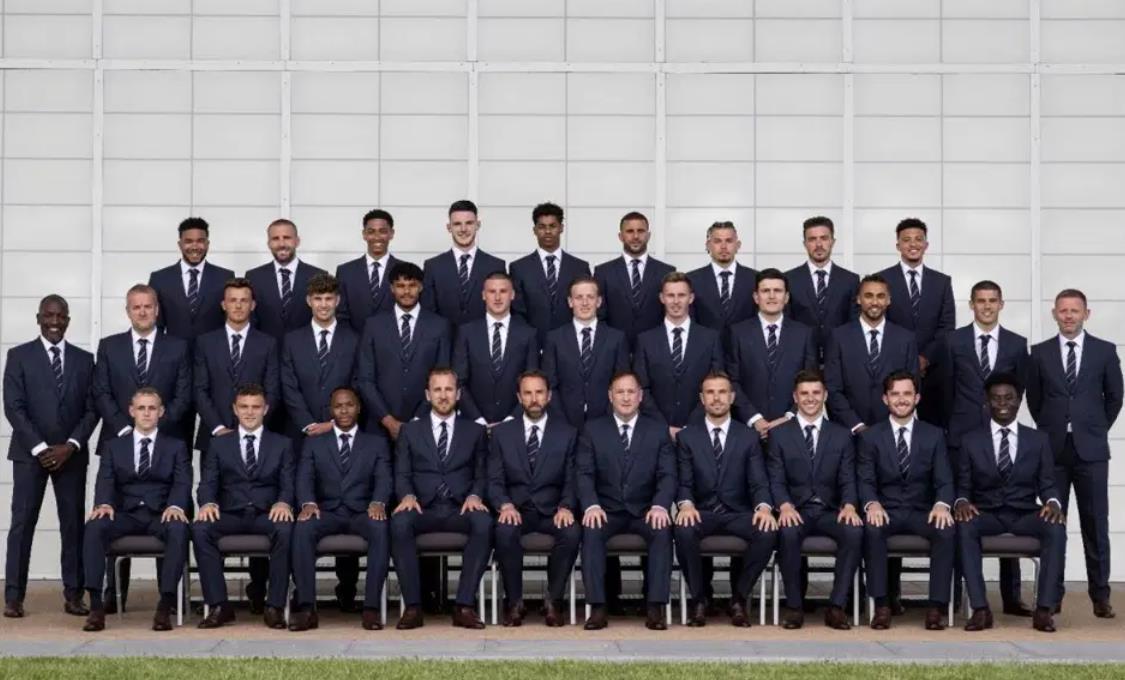 盖雷斯的英格兰队完全适合并为他们最后的 2020 年欧洲杯拍照