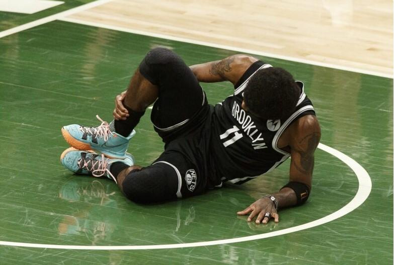 凯里.欧文因右脚踝扭伤退出季后赛第四场比赛