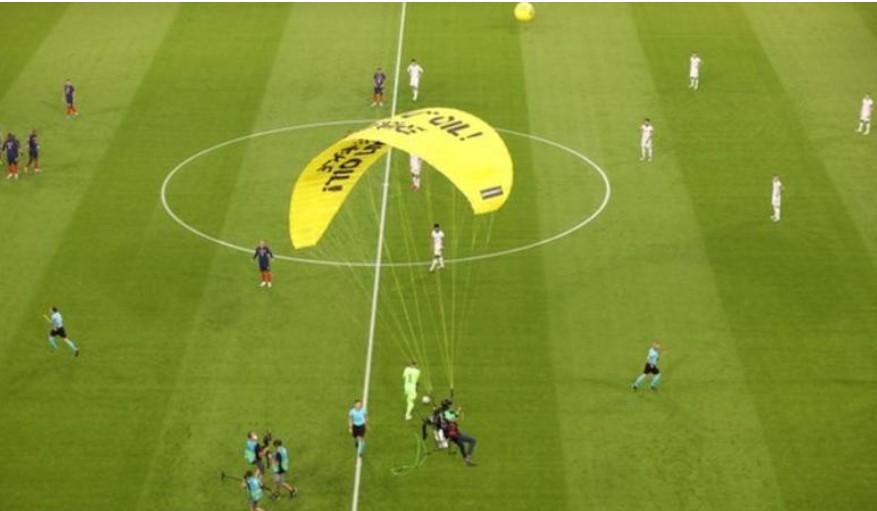 德国队VS法国队的比赛中降落伞抗议发生后有几人住院
