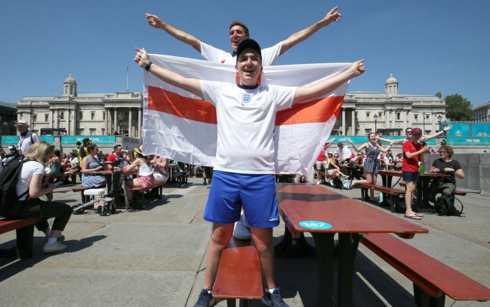 任何英格兰淘汰赛的特拉法加广场球迷区门票将进行公开投票