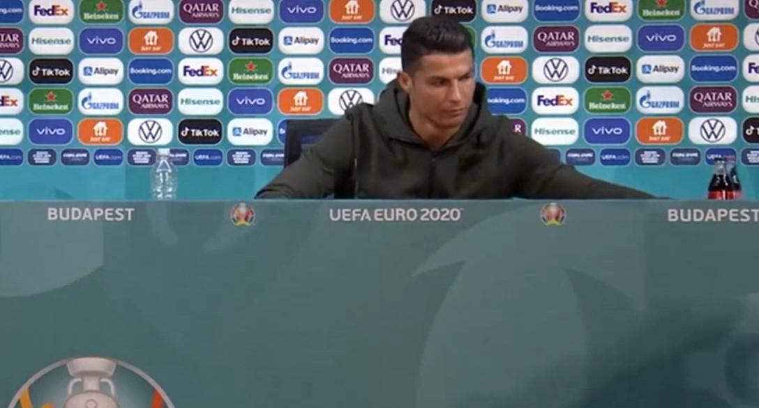 欧洲足球联合会联盟警告,如果球队在新闻发布会上再次移动赞助商饮料,可能会被罚款