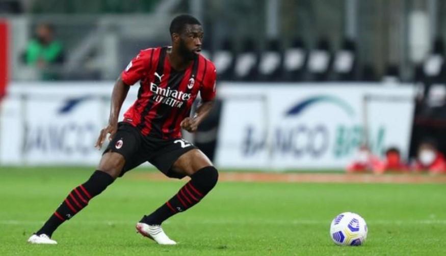 菲卡约·托莫里以2400万英镑的身价从切尔西加盟AC米兰