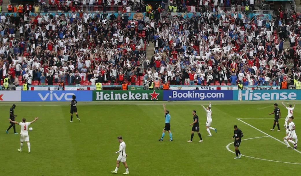 2020 年欧洲杯因某些球队的主场优势而受到猛烈抨击