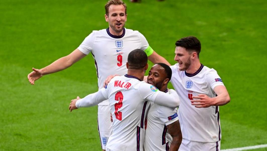 英格兰世界杯英雄赫斯特爵士完全支持索斯盖特的球队
