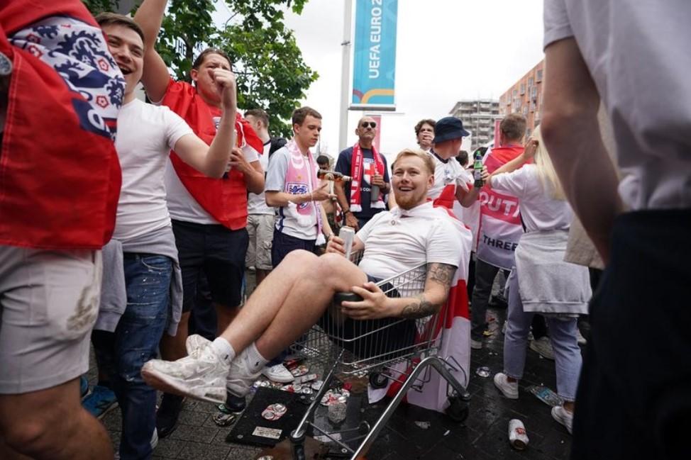 在伦敦举行的 2020 年欧洲杯决赛期间,数千人感染了新冠状病毒