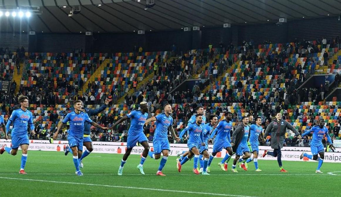 那不勒斯在乌迪内斯继续完美开局,升至意甲榜首